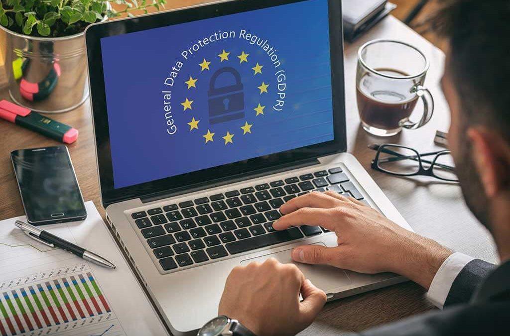 Hoy entra en vigor el RGPD: guía ultra-básica para cumplirlo en tu web